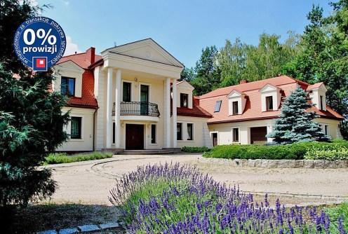widok z boku na rezydencję w Grodzisku Mazowieckim do sprzedaży