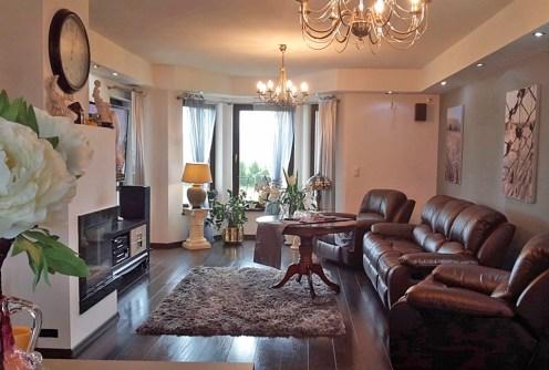 na zdjęciu luksusowy salon w willi na sprzedaż w Szczecinie