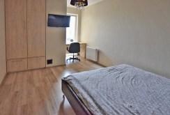 zdjęcie prezentuje fragment luksusowej sypialni w willi w Białymstoku na sprzedaz