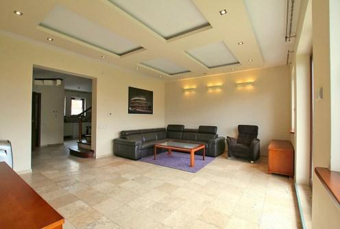 zdjęcie przedstawia salon w luksusowej willi na sprzedaż w Szczecinie