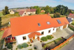 widok z lotu ptaka na willę w okolicy Bolesławca na sprzedaż