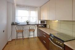 wyposażona i umeblowana kuchnia w apartamencie do sprzedaży w Białymstoku