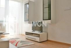 na zdjęci fragment salonu ze sprzętem rtv w apartamencie na wynajem w Głogowie