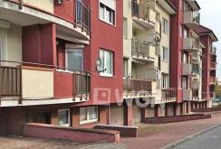 zdjęcie przedstawia apartamentowiec w Warszawie, w którym znajduje się oferowany apartament na sprzedaż