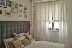 na zdjęciu ekskluzywna sypialnia w apartamencie na sprzedaż w Warszawie