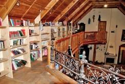 zdjęcie przedstawia luksusowe wnętrze dworu na sprzedaż Grodzisku Mazowieckim