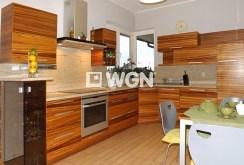 na zdjęciu komfortowo urządzona kuchnia w willi w Słupsku do wynajęcia