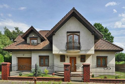 widok od frontu na willę w okolicy Częstochowy do sprzedaży