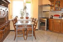 na zdjęciu jadalnia oraz kuchnia w apartamencie do sprzedaży w Lublinie
