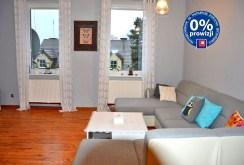 na zdjęciu inny fragment salonu w ekskluzywnym apartamencie do sprzedaży w okolicy Zielonej Góry