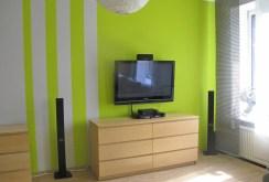 widok na sprzęt RTV w luksusowym salonie apartamentu do sprzedaży w Łodzi