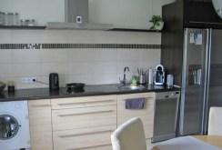 komfortowo i ekskluzywnie wyposażona kuchnia w apartamencie w Łodzi na sprzedaż