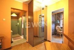 zdjęcie przedstawia przedpokój z rozkładem pokoi w apartamencie do sprzedaży w Szczecinie