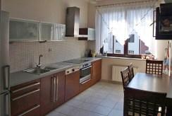 ekskluzywnie i komfortowo urządzona kuchnia w apartamencie na sprzedaż w Szczecinie