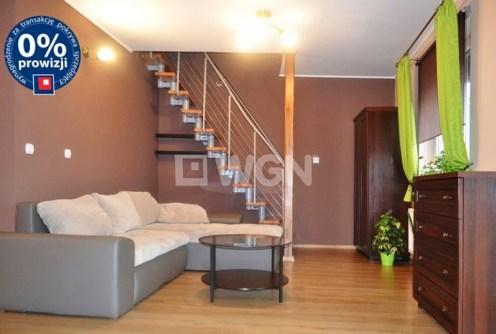 na zdjęciu ekskluzywny salon w apartamencie w Bolesławcu do sprzedaży