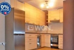 widok na ekskluzywnie umeblowaną kuchnię w apartamencie do sprzedaży w Bolesławcu