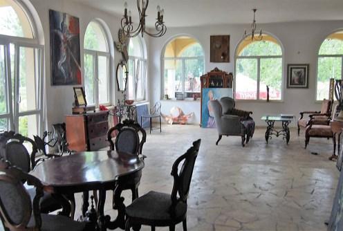 na zdjęciu luksusowy salon w ekskluzywnej willi w Bytomiu do sprzedaży