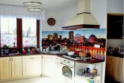 na zdjęciu komfortowo urządzona kuchnia w willi do sprzedaży w Lublinie