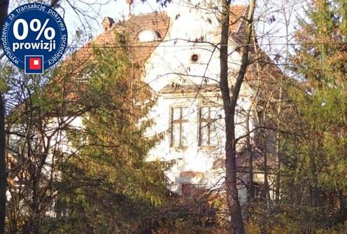 na zdjęciu front willi do sprzedaży we Wrocławiu
