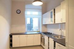 na zdjęciu nowocześnie i komfortowo wyposażona kuchnia w apartamencie w Szczecinie do sprzedaży