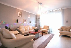 widok z innej perspektywy na salon w apartamencie w Szczecinie do sprzedaży