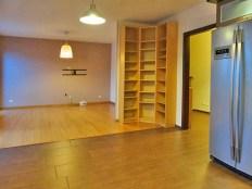 przestronne wnętrze apartamentu do wynajęcia w okolicach Wrocławia
