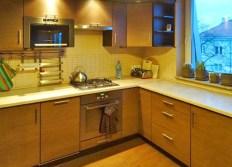 ekskluzywnie umeblowana i urządzona kuchnia w apartamencie do wynajęcia w okolicach Wrocławia