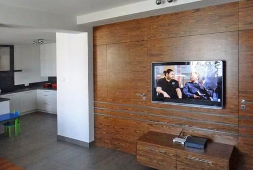 na zdjęciu salon ze sprzętem RTV w luksusowym apartamencie w okolicy Białegostoku na sprzedaż