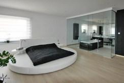 widok na dizajnerską, nowoczesną sypialnię, która znajduje się w luksusowej willi do sprzedaży w okolicy Katowic