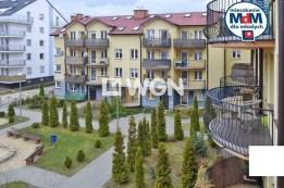 widok, jaki rozciąga się z balkonu apartamentu do sprzedaży w Legnicy