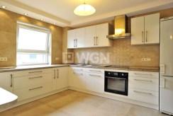 zdjęcie przedstawia komfortowo urządzoną kuchnię w apartamencie do wynajęcia w Katowicach