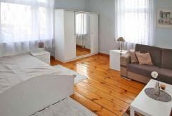 widok na ekskluzywną i komfortową sypialnię w apartamencie w Szczecinie do sprzedaży