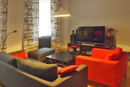 na zdjęciu luksusowy salon w apartamencie do wynajęcia w Katowicach