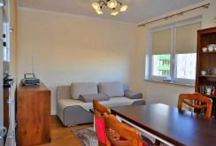 zdjęcie prezentuje luksusowy salon w ekskluzywnym apartamencie na sprzedaż w okolicy Wrocławia