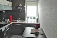 zdjęcie przedstawia komfortowo urządzoną kuchnię w apartamencie w Piotrkowie Trybunalskim na sprzedaż