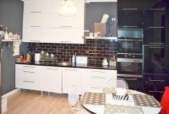 nowoczesna i komfortowa kuchnia w apartamencie w okolicach Piły do sprzedaży