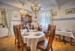 widok na jedno z luksusowo wyposażonych pomieszczeń w willi do sprzedaży w Szklarskiej Porębie