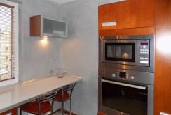 komfortowo wyposażona i umeblowana kuchnia w apartamencie na Mazurach do sprzedaży