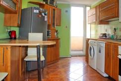 widok na aneks kuchenny w ekskluzywnym apartamencie na Mazurach do sprzedaży