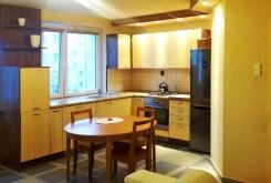zdjęcie przedstawia nowoczesną kuchnię w apartamencie do sprzedaży w Białymstoku