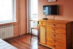 na zdjęciu fragment salonu w apartamencie na sprzedaż w Białymstoku
