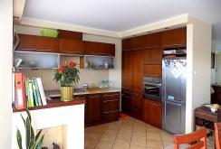 zdjęcie prezentuje komfortową kuchnię w apartamencie w Ełku na sprzedaż