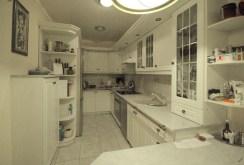 komfortowo wyposażona kuchnia w apartamencie na sprzedaż w Lubinie