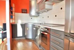 widok na ekskluzywnie wyposażoną kuchnię w apartamencie na sprzedaż w Toruniu