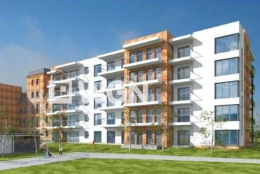 widok z ulicy na apartamentowiec w Wieluniu, w którym znajduje się oferowany na sprzedaż luksusowy apartament