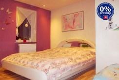 elegancka sypialnia w apartamencie w okolicach Żagania na sprzedaź