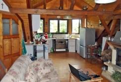 zdjęcie prezentuje komfortową kuchnię w apartamencie w okolicy Wałbrzycha do sprzedaży