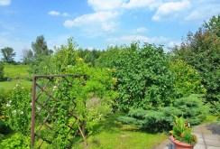na zdjęciu pięknie zagospodarowana działka wokół luksusowej willi na wynajem w Tarnowie