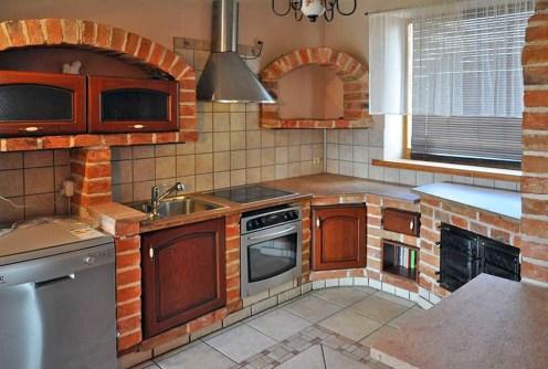na zdjęciu ekskluzywnie wyposażona kuchnia w luksusowej willi do wynajęcia w okolicach Głogowa