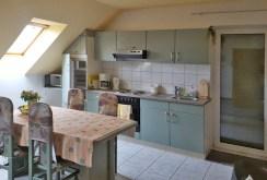 na zdjęciu komfortowo urządzona kuchnia w luksusowej willi w okolicy Bielska-Białej na sprzedaż